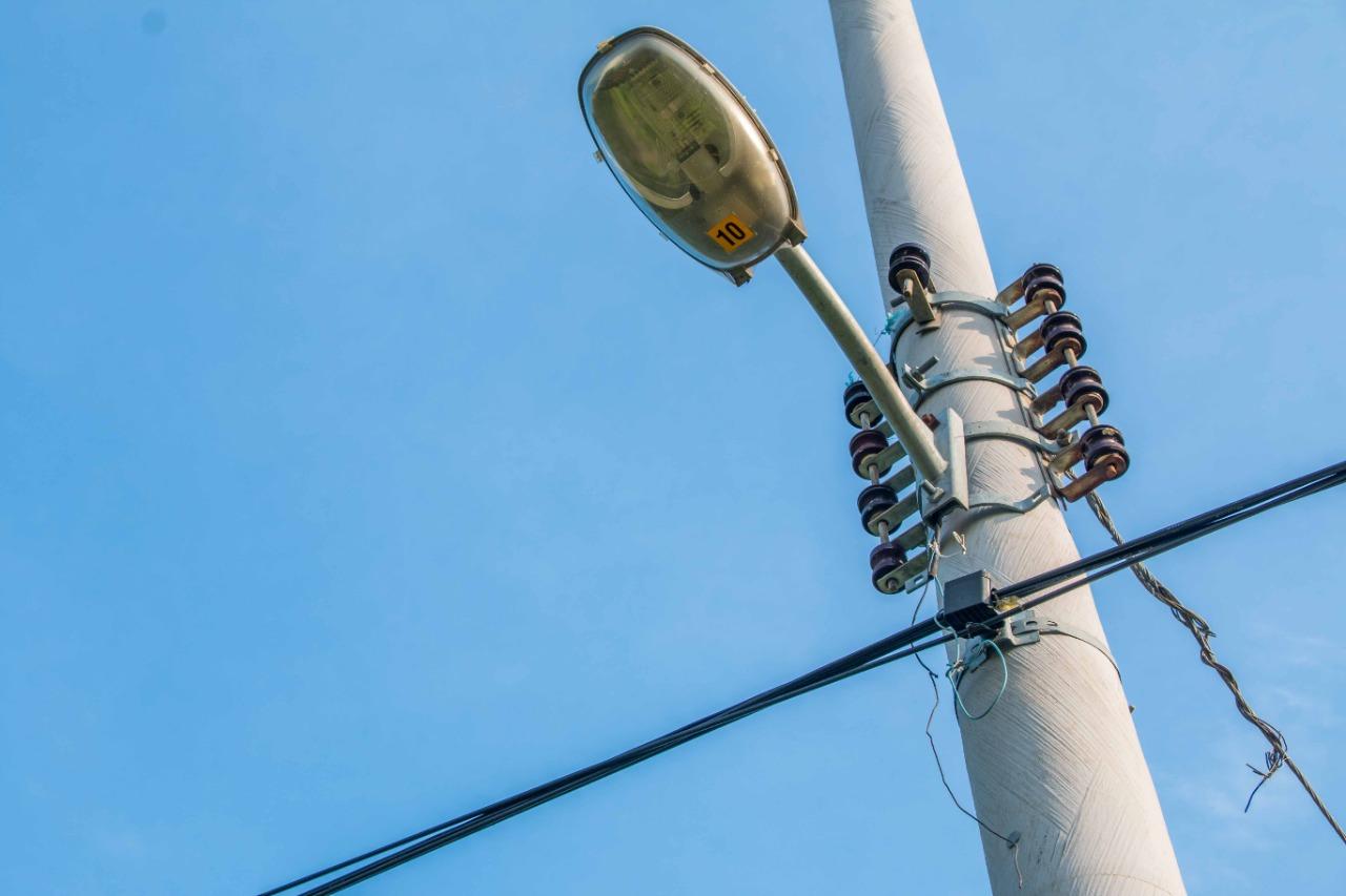 Iluminando o Alemão: Programa Luz Maravilha começa a chegar nas comunidades do Rio
