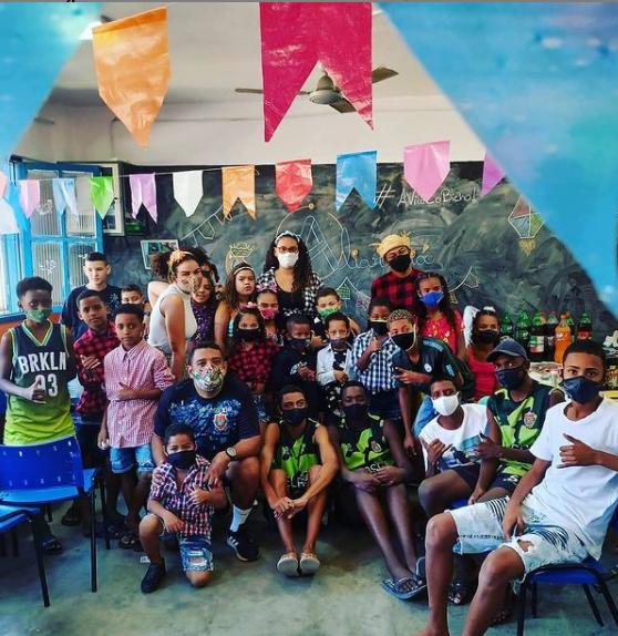 A instituição atua na comunidade da Vila Aliança, em Bangu, há 24 anos. Foto: Instagram Craques da Vida/Reprodução.